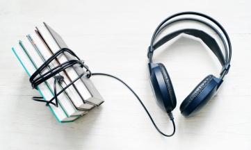 Cómo promocionar libros mediante la creación de podcast