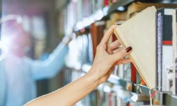 La Consejería de Cultura de La Rioja y CEDRO firman un convenio para remunerar a los autores por el préstamo en bibliotecas