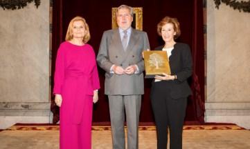 Julia Navarro recibe el PREMIO CEDRO 2018 por su defensa de los derechos de autor