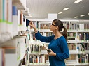 chica_biblioteca